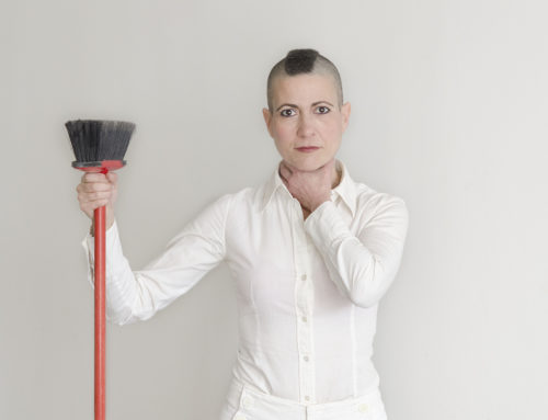 [Teatro del Barrio] 'Desaparezca de aquí', una comedia feminista que bucea entre la basura humana